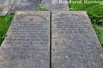 Beth Haim, graf van (links) Samuel Sarphati en rechts zijn vrouw Abigaël Mendes de Leon. Het huwelijk bleef kinderloos. Samuel Sarphati ( 1813-1866 ) was arts in Amsterdam. Hij heeft ook een hele belangrijke rol heeft gespeeld in de ontwikkeling van het onderwijs, volksgezondheid, stedenbouw en nijverheid in de stad. Naar hem is o.a. de Sarphatistraat en het Sarphatipark vernoemd.